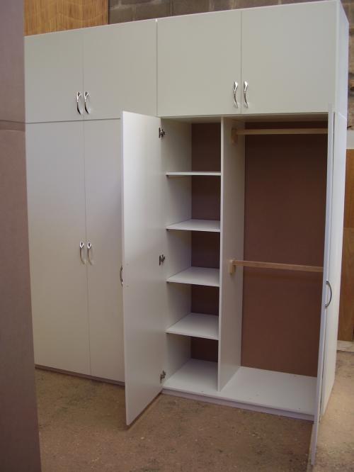 Carpinteria en gral ( placares , biblioteca , repisas , cocinas , roperos , escritorios , exibidores ,estanterias ) mebles en gal
