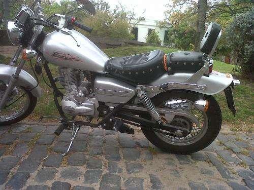 Vendo moto baccio rider 125 año 2010 impecable cel 097130090