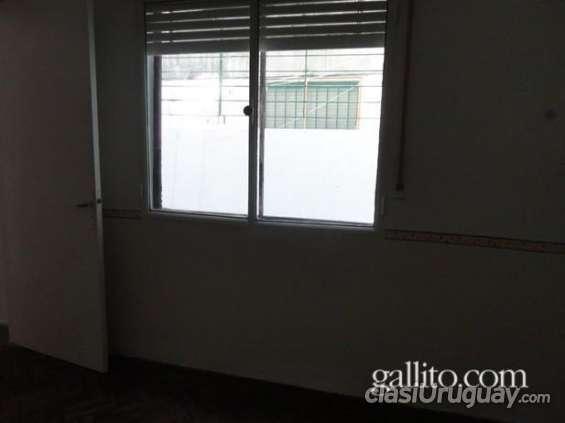 Quiero vender acogedor apartamento con patio