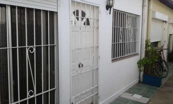 Apartamento de 2 dormitorios a 70 mts de playa (atlantida-canelones).